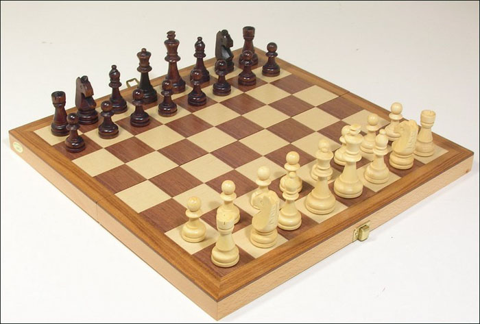 Mahogany  Portable Chess Set With Staunton Boxwood Chess Pieces
