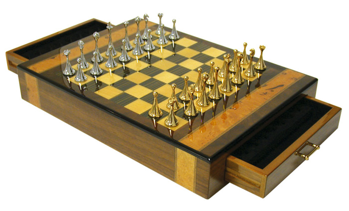 Deluxe  Walnut  High Gloss Chess Set With Gold & Silver Chessmen