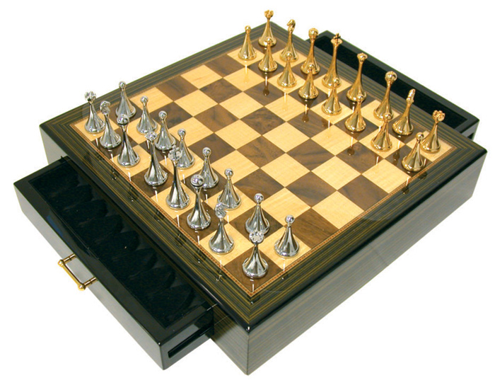 Ebony Gloss Chess Set With Gold & Silver Plated Chessmen.