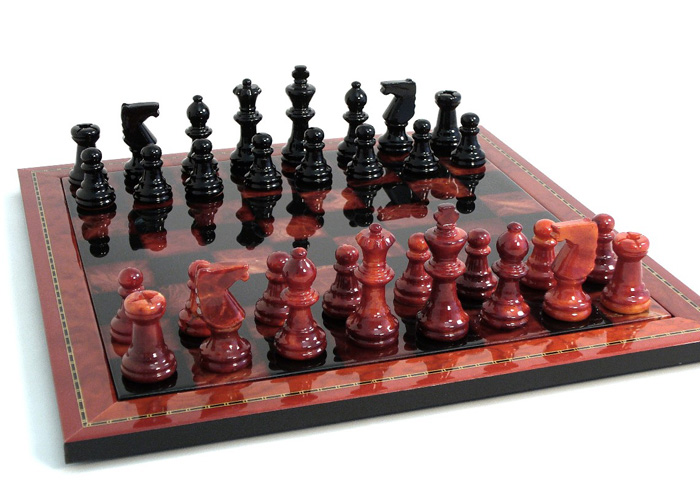 Alabaster Chess Set - Black & Red with Wood Frame